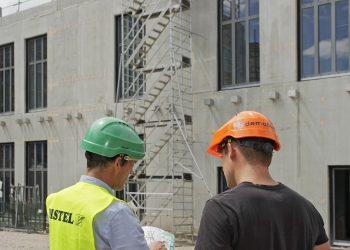 Conseiller sécurité DISTEL avec un client sur un chantier