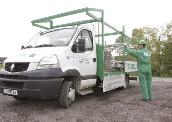 Livreur DISTEL qui charge son camion